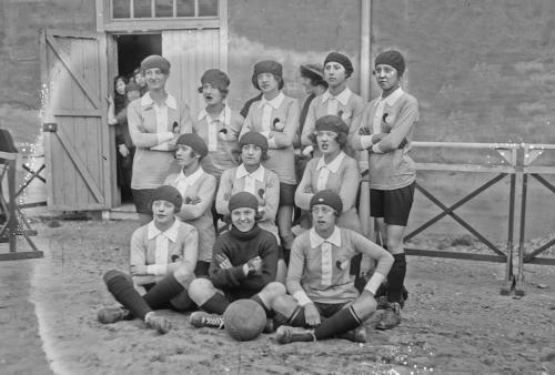 Foot Ball féminin histoire2.jpeg